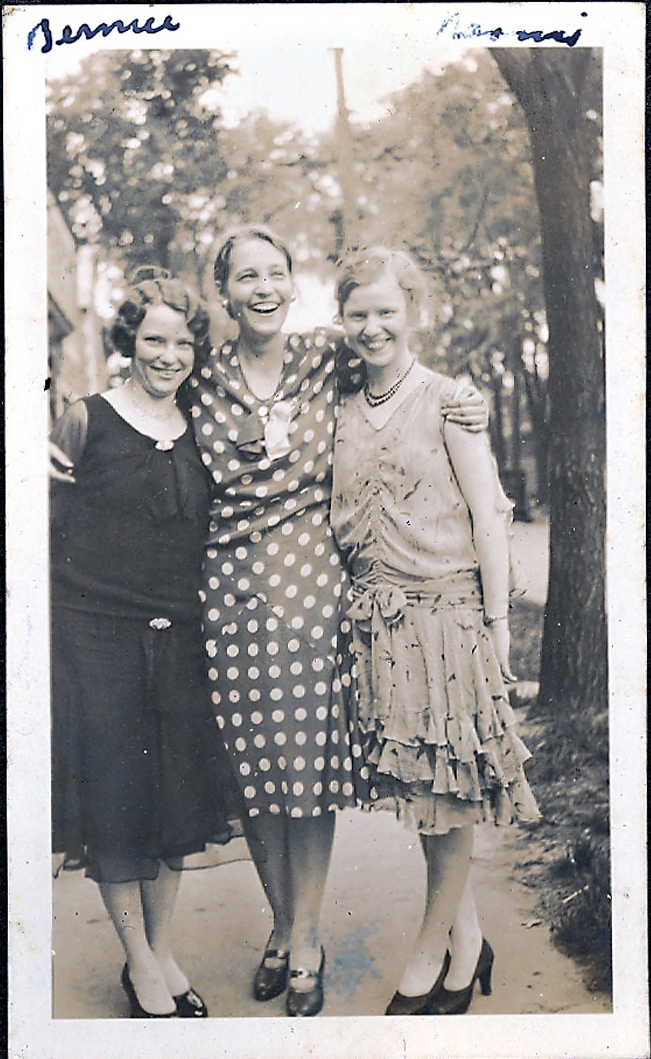 1930---Thyra,-Naomi-&-Bearnie